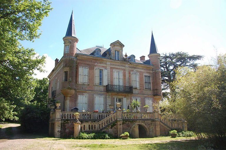 19th Century château to renovate - Immobilier Chavanne - 19th Century château to renovate